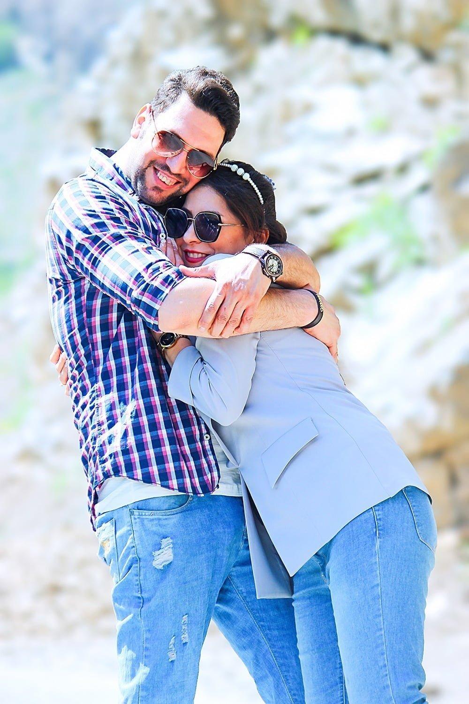 عکس بغل کردن دو نفره