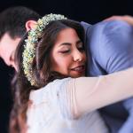 عکس بغل کردن عاشقانه عروس