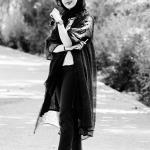 عکس سیاه سفید دختر فضای باز